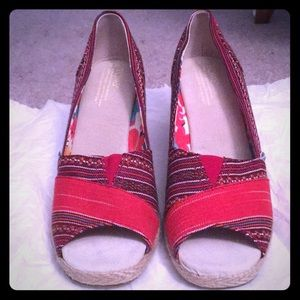 TOMS wedge sandal size 8